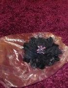 granatowy kwiat broszka