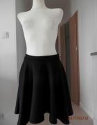 Spódnica Czarna Rozkloszowana z Koła Piankowa UK