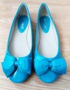Turkusowe niebieskie lakierowane baleriny kokarda