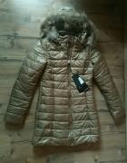 Nowy płaszcz Elis Leather ze złotymi dodatkami i naturalnym futerkiem