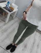 Spodnie rurki khaki stradivarius XXS