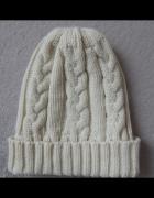 Kremowa ciepła czapka