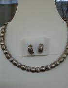 Kolia w kolorze srebrnym wraz z kolczykami