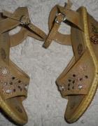 Espadryle na koturnie z haftem i koralikami 36