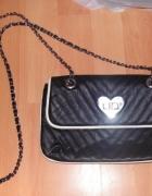 mała torebka chanelka czarna bershka łańcuszek serce...