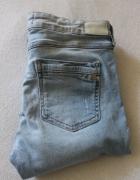 jasne spodnie jeansowe zara