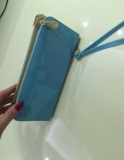 Mała torebeczka kopertówka lakierowana niebieska