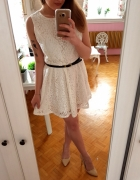 Biała koronkowa rozkloszowana sukienka koronka M