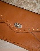 ruda kopertówka ze złotymi ćwiekami