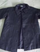 Czarny ze skóry płaszcz