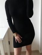Atmosphere sukienka czarna prążkowana dopasowana pół golf SM
