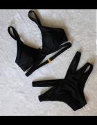 Czarny strój kąpielowy