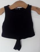 krótka czarna bluzka z paskami...