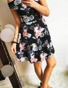 Prześliczna czarna sukienka w kwiaty rozmiar S