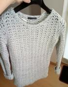 szary popielaty sweter...