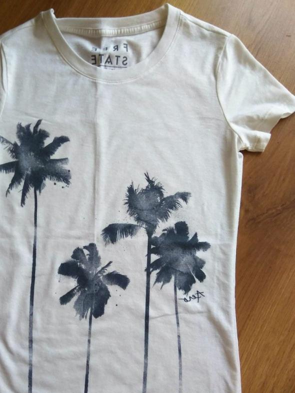 Biała koszulka w palmy...