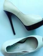 Wysokie kremowe buty kazar 38...