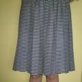 Czarno biała plisowana spódnica