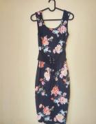 Dopasowana sukienka midi w kwiaty