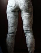 Szare spodnie dżinsy kwiatowy nadruk wzór Reserved