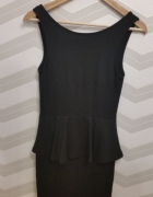 Czarna sukienka z baskinką Cubus...