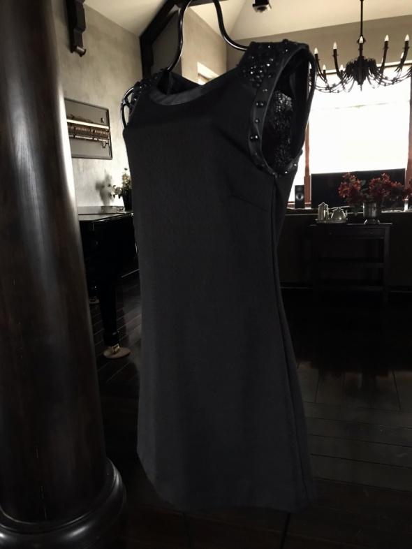 6b62aa79 Piękna mała czarna ozdobiona nitami rozmiar S w Suknie i sukienki ...