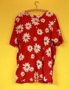 Czerwona koszulka w kwiaty...