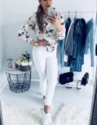 Białe rurki spodnie