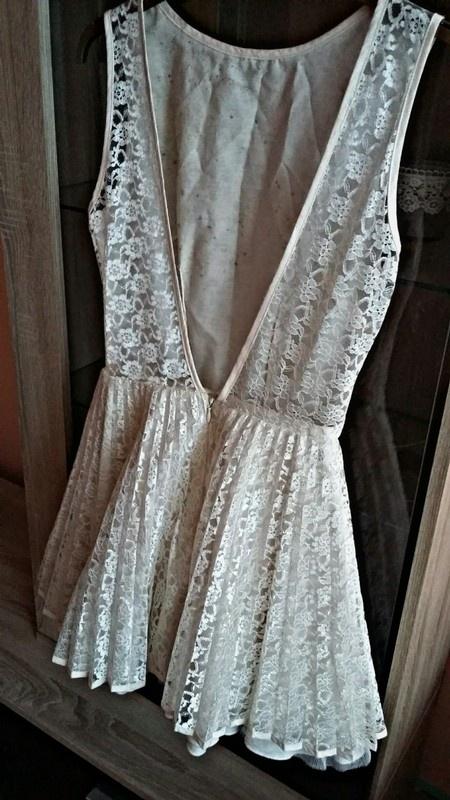 Cudowna biała koronkowa sukienka