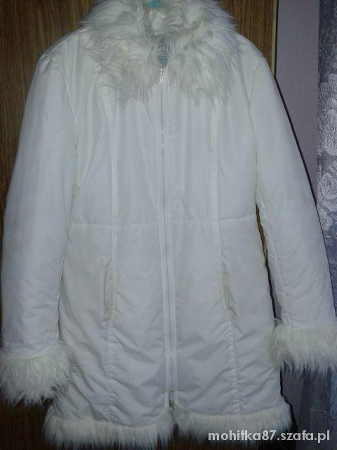 Biały płaszczyk z futerkiem