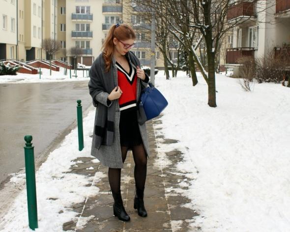 Codzienne Czerwony sweter na szarym tle