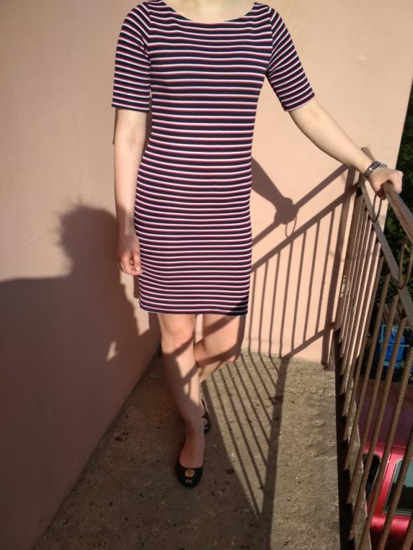 Sukienka w poziome paski...