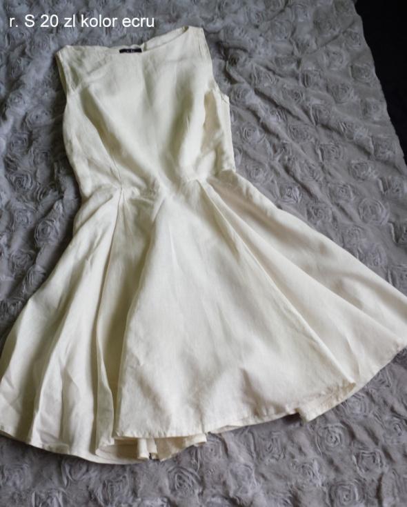 Rozkloszowana sukienka ecru...