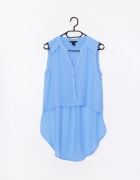 Błękitna asymetryczna koszula