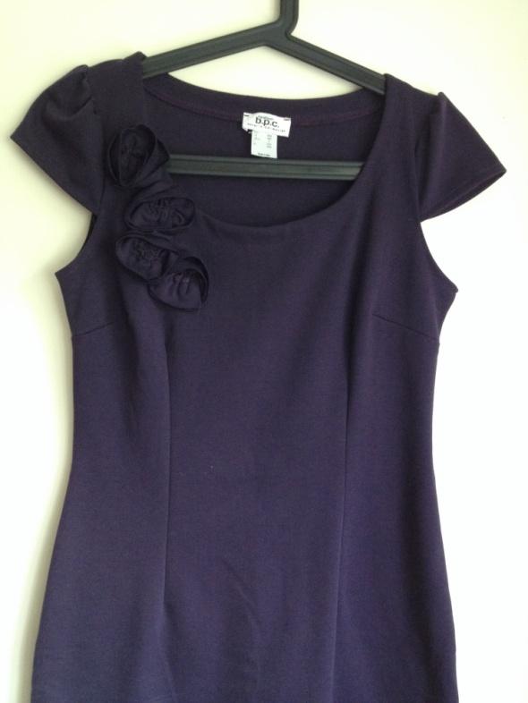 Fioletowa dopasowana sukienka S