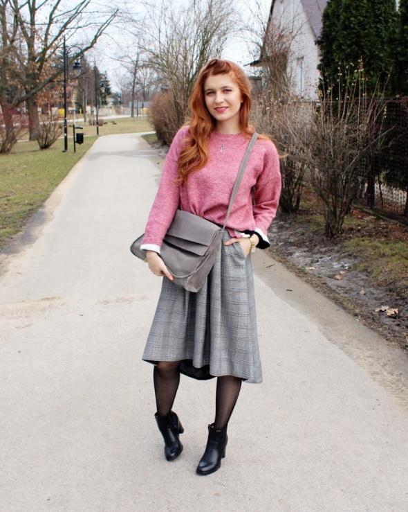 Blogerek Różowo szary look