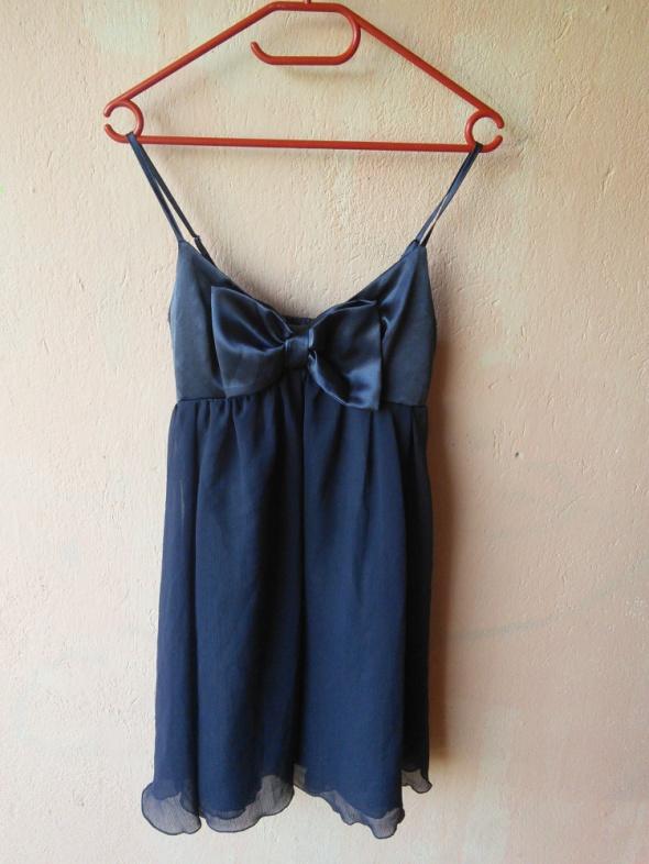 Sukienka z kokardką Atmsphere...