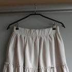 Beżowa spódniczka mini z falbanką