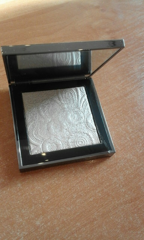 Burberry Fresh Glow Highlighter No 02 nude gold...