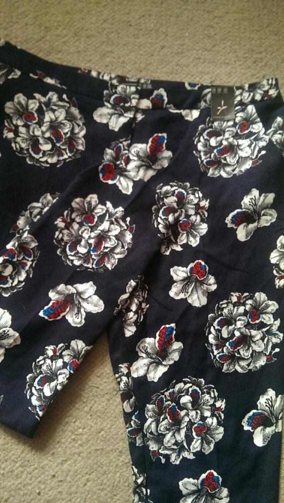Spodnie nowe spodnie w kwiaty