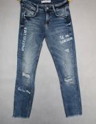 Zara jeansowe spodnie rurki napisy podarte xs