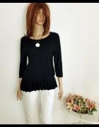 Czarny sweter firmy H &M z falbanką rozm L