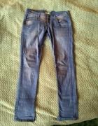 Materiałowe filetowe spodnie