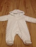 Biały kombinezon niemowlęcy