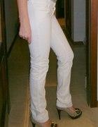 Białe spodnie DKNY rozmiar 26