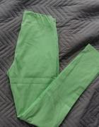 Zielone pastelowe spodnie wiosenne rozciągliwe
