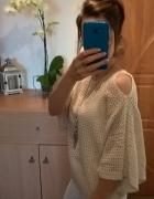Sweterkowa ażurkowa kremowa bluzka