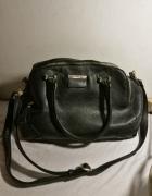 Czarna torebka Gussaci z dwiema kieszeniami