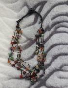 Kolorowe koraliki na sznurku...