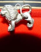 Stara zawieszka lew w kolorze srebrnym
